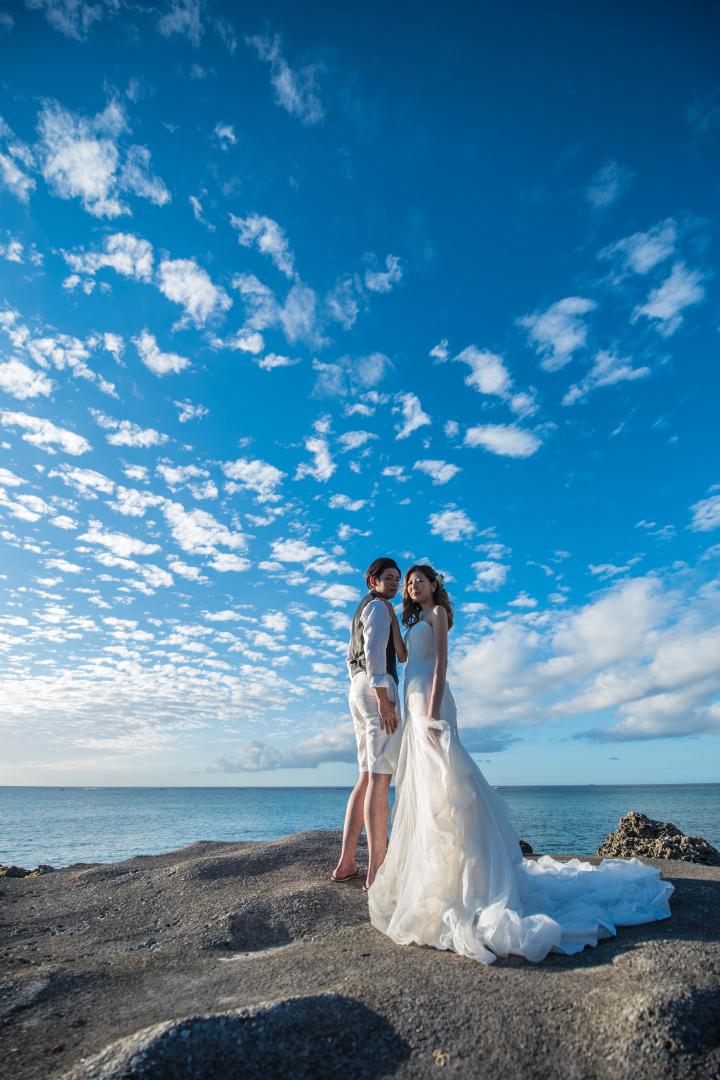 RANWEDDING仙台の沖縄チャペルプラン青空と新郎新婦