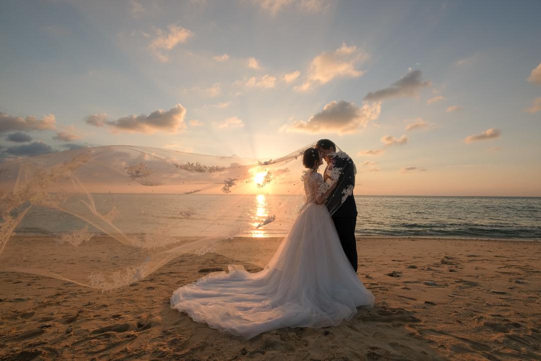 RANWEDDING仙台の沖縄ビーチプラン夕日の海